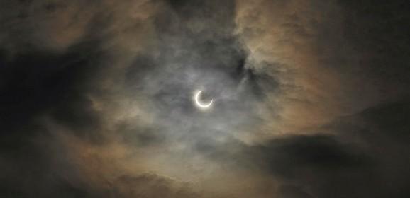 Despre Lună şi Soare, întuneric şi Lumină