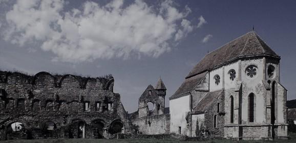 Primul edificiu gotic de pe teritoriul României: Mânăstirea cisterciană Cârța
